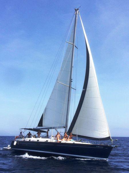 Alquiler velero Ibiza por días navegando en ceñida.