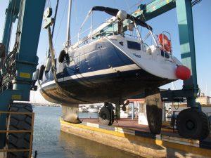 Alquiler de barcos en Ibiza varada, suspensión del velero Alina