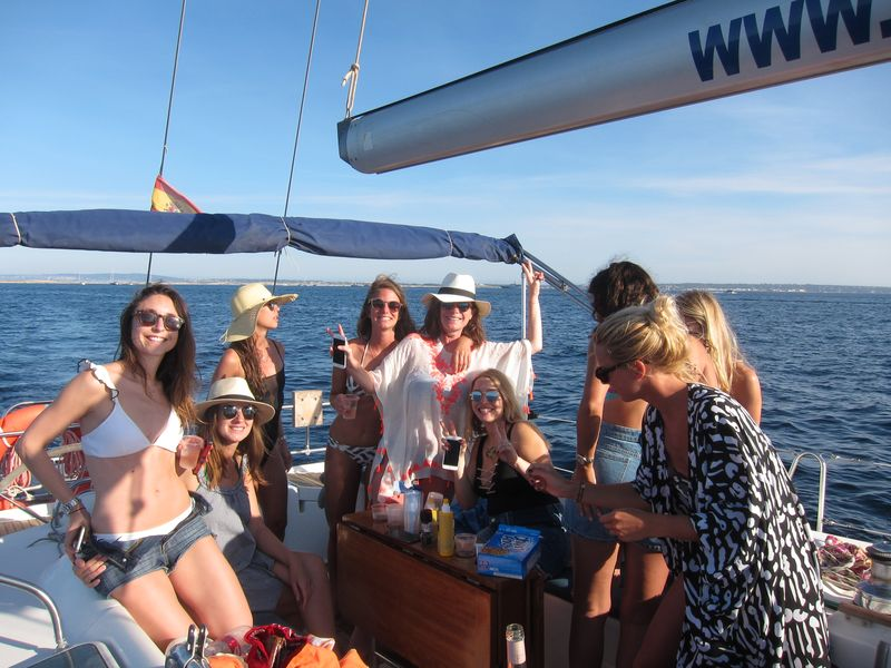 Enjoy your boat trips La Manga Calpe on board our awesome blue hull sailboat Beneteau Oceanis 50