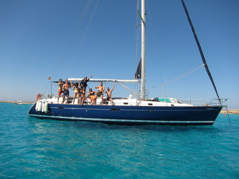 Boat trips Mar Menor with your family or friends on board our luxury sailboat Beneteau Oceanis 50 with blue hull