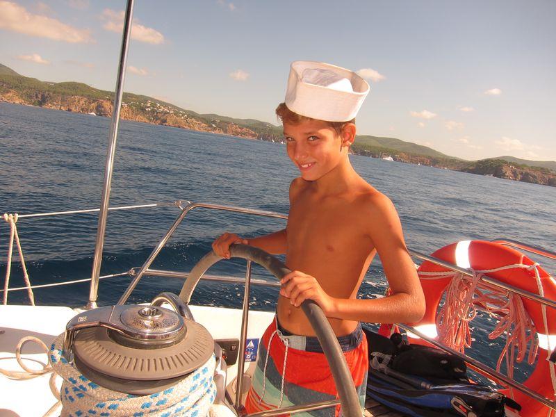 Daddy es un niño muy simpático que estuvo a bordo de Alina, alquiler de veleros en Ibiza