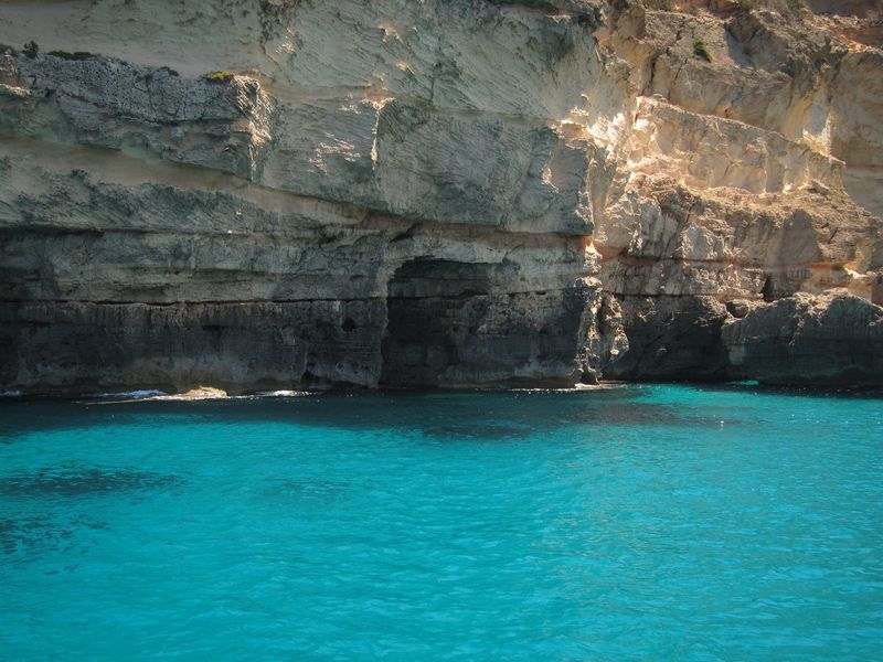 With ALINA SAILING Ibiza boat trips you will visit incredible caves. In the picture you can see the Cave of Cala Saona