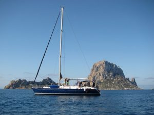 Familia italiana disfrutando de su location de bateau à Ibiza