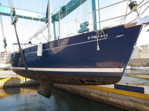 Varada de mantenimiemto alquiler de barcos en Ibiza, suspensión velero Alina