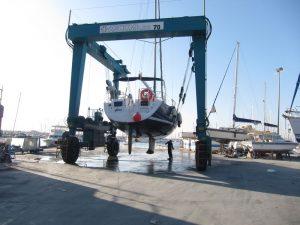 Varada de mantenimiento alquiler de veleros en Ibiza, suspensión del velero Alina