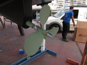 Mantenimiento alquiler veleros Ibiza, cambio de ánodos de la hélice