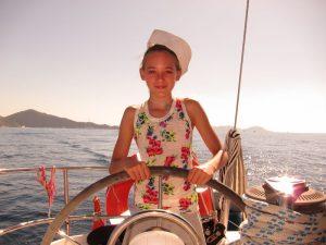 Martina es una niña muy inteligente y muy guapa que estuvo a bordo de Alina