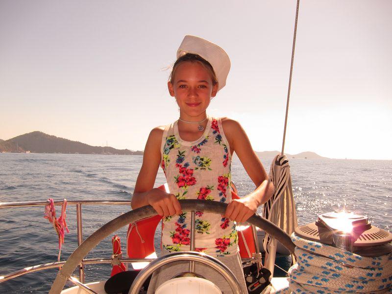 Martina es una niña muy inteligente y muy guapa que estuvo a bordo de Alina, alquiler de veleros en Ibiza