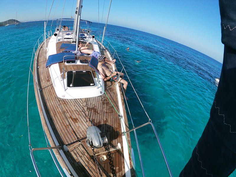 Disfruta de tu paseo en barco en La Manga en velero