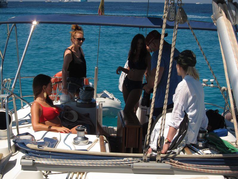 Alquiler barco Ibiza modelos: Los profesionales se toman un pequeño descanso entre sesión y sesión