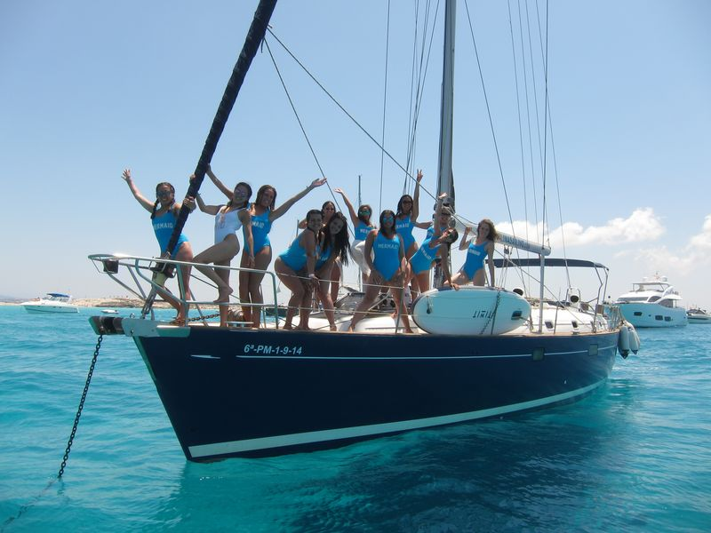 Boat trips Mar Menor with all your friends on board our luxury blue hull sailboat Beneteau Oceanis 50