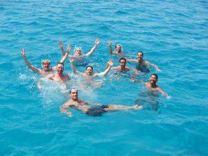 Un grupo de amigos celebra sus eventos velero Ibiza más importantes